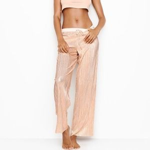 NWT Victoria's Secret shine pleat pant Large